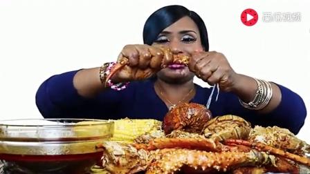黑人大姐吃海鲜大餐, 这一顿看着真不便宜!