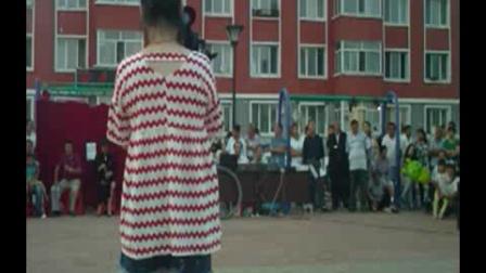 杨慧坤 《忆长征》 杨慧坤  3分35秒   松岭小广场 庆八一2016年7月31号