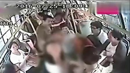 监拍公交司机被乘客掌掴辱骂 默默忍受坚持驾驶!