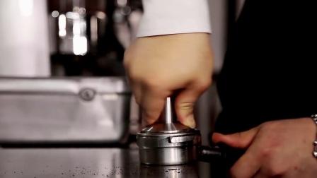 世界顶级咖啡师教你做咖啡拉花: 咖啡制作 咖啡教学 咖啡拉花 (五)goshu的拿铁艺术风格
