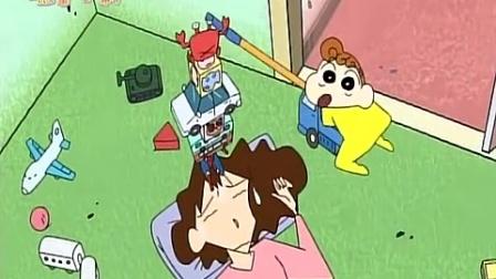 《蜡笔小新 第三季 》100集 小葵在妈妈的额头上叠玩具叠的越来越高哦