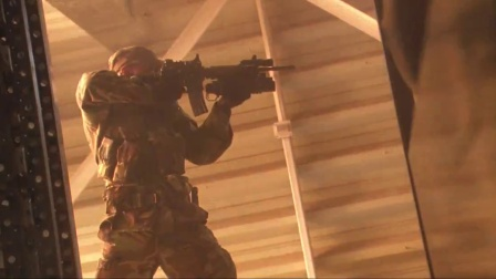 《再造战士2:反攻时刻》  改造兵从天而降 激烈枪战凶悍无畏