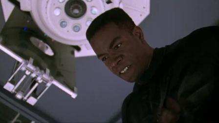 《再造战士2:反攻时刻》  尚格云顿连环飞腿鏖战变态改造战士