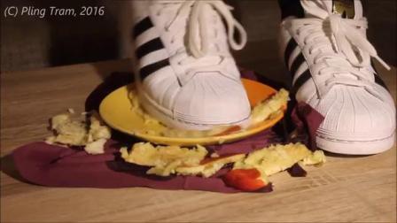 阿迪踩盘中水果