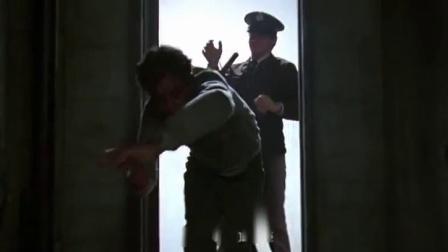豪情四兄弟 球场反扑虐狱警 惨遭暴打遍体鳞伤 CUT 5