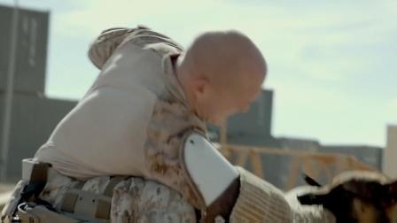 """《战犬瑞克斯》""""并肩作战""""预告, 改编女兵与警犬真实故事"""