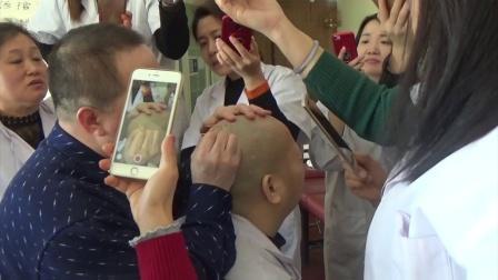 中医调病太神奇了,好多人围观,你知道在学习什么绝技吗?