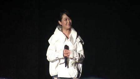 刘若英现身五月天演唱会 万人大合唱《后来》泪洒现场