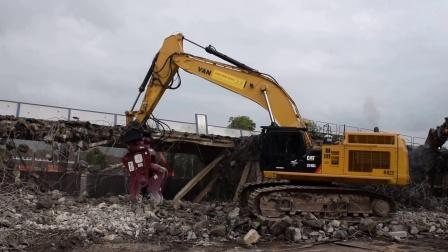 卡特374D挖掘机带液压剪工作