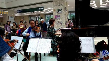 上海仁济医院东区大厅演奏