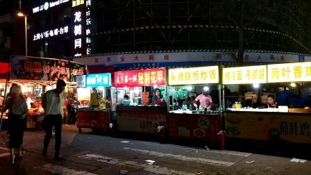 夜市小吃什么最火 铁板炒饭 秘制花甲 荷叶香鸡