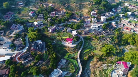 航拍:一个美丽的小山村—— 蓬莱岭美      榕艺摄影