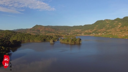 """航拍凉山会理红色旅游景区""""仙人湖"""", 湖中绿树成荫! 太奇观了"""