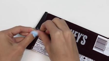 如何使百事可乐瓶子装满了巧克力玩乐彩虹糖果有趣的DIY项目!