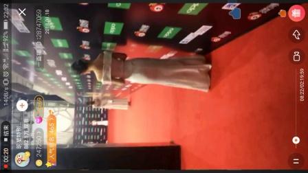 20180118,陈雅婷在微博之夜红毯秀后台接受明星特别任务的直播采访