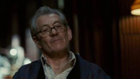 《达芬奇密码》  白发男掐汤姆·汉克斯脖子要拱心石