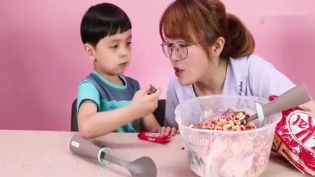 《小伶玩具》超大的冰淇淋, 真的超级好吃