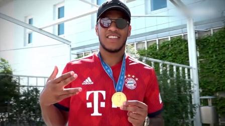 德国足球甲级联赛 18/19赛季 拜仁欢迎托利索归队 送大力神杯蛋糕