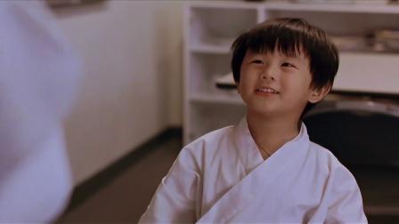 《三人新世界》周慧敏逗小孩玩摔跤,许绍雄遭戏弄钱