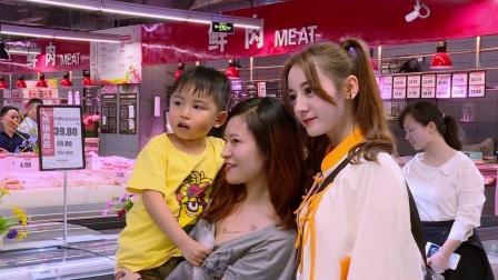 顶配版 迪丽热巴超市售卖毛肚 惊呼靠合影也能赚钱了