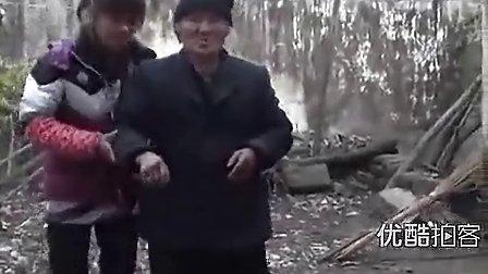 [2013榜样季]【拍客】贤孙媳孝敬奶奶5年感动乡邻