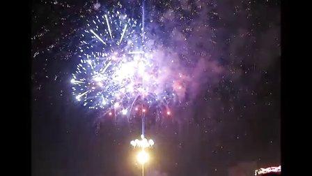 2011乌海元宵节广场烟花(点击视频下面的标清可选择高清)