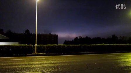 【拍客】实拍8月1日傍晚武汉上空雷电爆闪无数次