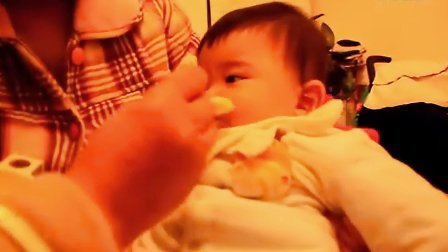 【七个月大】12-30哈哈吃蛋黄米粉