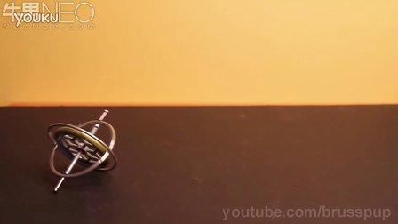 当陀螺仪转动起来后神奇力量让它违背自然定律