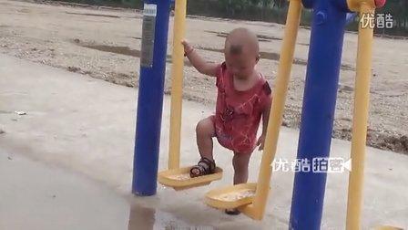 【拍客】1岁宝宝健身器上耍酷卖萌