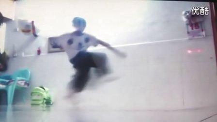 中国龙队超速鬼步舞12岁小气球跳AUS风格曳步舞【斯文潮流社区】