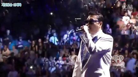 【猴姆独家】超震撼!PSY做客iHeartRadio音乐节激情献唱神曲《江南Style》轰动全场!