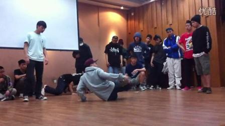 四川大学街舞比赛 三角battle