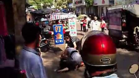 女性惹不起啊,两个女性当街打架实拍