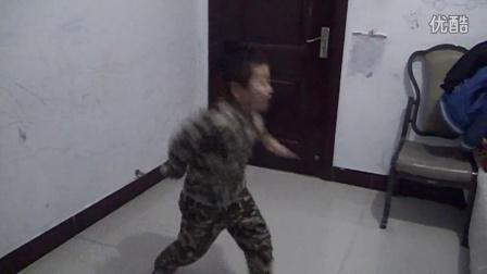 小赵四来了--狂耍【火花】舞蹈-爆镜搞笑