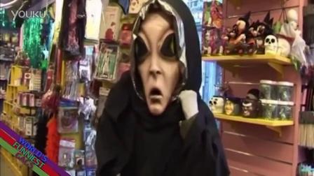【粉红豹】屌爆了~!一个屌丝男在商店扮成外星人吓人~!
