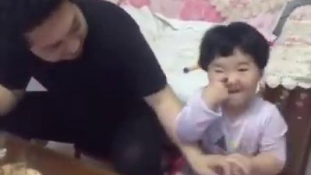 【冯导】可爱小女孩撒娇与妈妈抢老公
