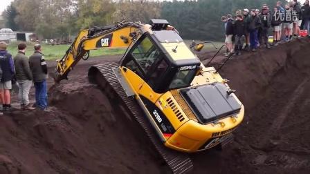 惊人的挖掘机救援