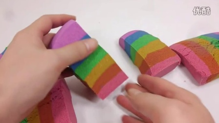 如何做 颜色动力砂蛋糕学习颜色煤泥厕所真正的注射器玩 【 俊和他的玩具们 】