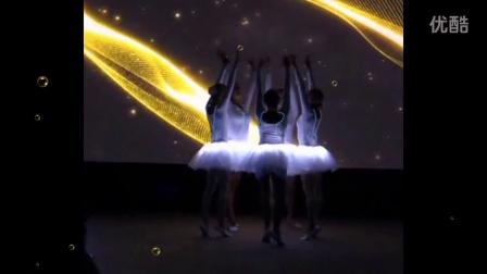 唯美的外籍荧光芭蕾表演让这个婚礼神圣