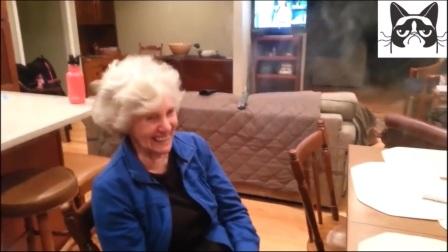 蒸汽烟也搞笑,抽电子烟的老奶奶很可爱
