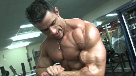 肌肉男的训练和展示