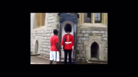 千万不要挡住皇家卫士巡逻的路