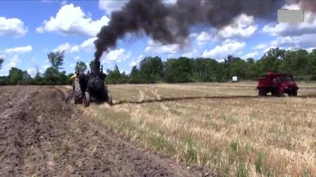 国外大型拖拉机耕田,比牛快百倍