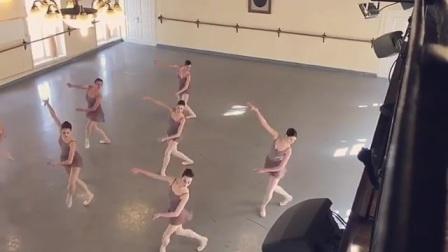 2017年瓦岗诺娃芭蕾舞校毕业班小视频part6