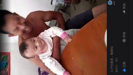 宝贝儿子吃面条