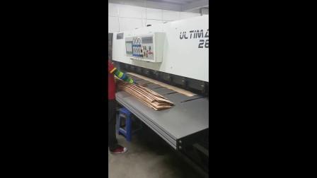 台灣龍德-單板木皮橫向拼縫機 (含邊緣強化機構)-馬來西亞客戶生產實況