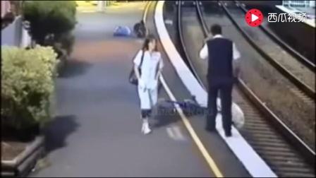 印度火车事故合集,视频易引发人的不适