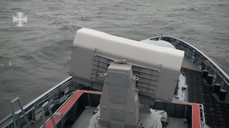 德国海军埃尔福特号轻型护卫舰发射拉姆导弹