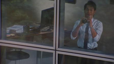 《单身男女》隔着透明玻璃窗传信息,花心古天乐一男约两女